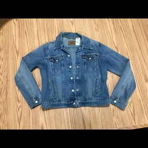 Ladies Levi's jean jacket.